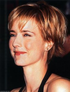 tea leoni haircut does the world need a shampoo that vibrates at the 2536