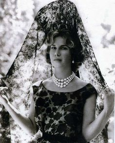 Cayetana Fitz-James Stuart y Silva, Duchess of Alba - Queen Hat, King Queen, James Stuart, Bride Of Christ, Mary Queen Of Scots, Royal Brides, Royal Weddings, Portraits, Royal Jewels