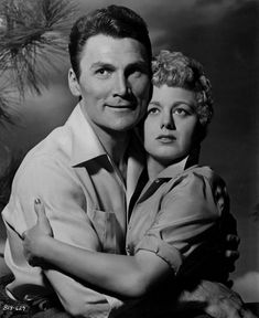 Shelley Winters and Jack Palance in I Died a Thousand Times in 1955 Hollywood Couples, Hollywood Cinema, Old Hollywood Stars, Hollywood Walk Of Fame, Hollywood Actresses, Classic Hollywood, Carlito's Way, Jack Warner, Jack Palance