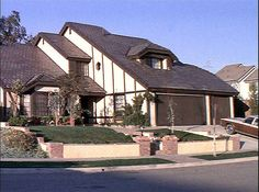 Poltergeist House - The 50 Scariest Haunted Houses in America   Complex