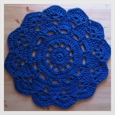 H a n n a m a i s t a: Virkattuja mattoja Crochet Placemats, Crochet Doily Patterns, Crochet Doilies, Knit Patterns, Hobbies And Crafts, Diy And Crafts, Dress Up Dolls, Dream Catcher, Free Pattern