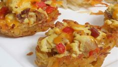 Breakfast Egg Baskets: Egg, bacon, tomatoes and cheese baked in a hash brown potato cup for a delicious breakfast or brunch that will feed a crowd.