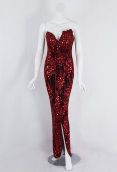 Eye-catching evening gown by Bob Mackie, the American bead addict. Mackie started as a member of Edith Head's design team at Paramount Pictures. Made a lot of dresses for Cher by the way!