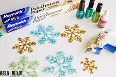 Muslin and Merlot: Glue Gun Snowflakes!