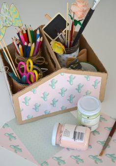 Una cassetta di cartone super bella da realizzare riciclando una scatola di scarpe! Come fare? Segui il link e guarda il video tutorial http://www.lafigurina.com/2016/08/tutorial-come-trasformare-una-scatola-di-scarpe-in-una-cassetta-di-cartone-fai-da-te/