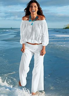 Love this look, it's so relaxing, yet sexy!  And that turquoise necklace is the best! #white #beach #honeymoon