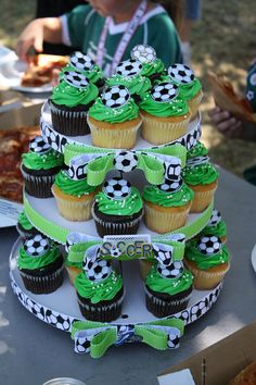 Birthday cupcakes boy football 31 ideas for 2019 - Украшение выпечки - football Soccer Cupcakes, Soccer Birthday Cakes, Soccer Cake, Boy Birthday Cupcakes, Party Cupcakes, Oreo Cupcakes, Birthday Desserts, Soccer Birthday Parties, Football Birthday