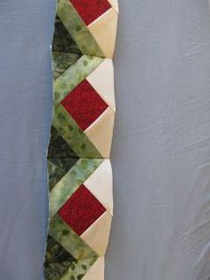Pieced Brain: Paper Piecing Tutorial Very nice quilt border piecing idea Patchwork Quilting, Paper Pieced Quilt Patterns, Quilt Block Patterns, Quilt Blocks, Scrappy Quilts, Embroidery Designs, Paper Embroidery, Quilting Designs, Embroidery Stitches