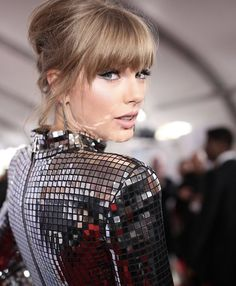 Taylor Swift, Beyoncé and Rihanna top Forbes list of highest paid women in music Estilo Taylor Swift, Taylor Swift Pictures, Taylor Alison Swift, Live Taylor, Red Taylor, Rihanna, American Music Awards, Hollywood, Glow