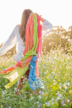 Über eine Wiese laufen und den Frühling spüren! Echtes Boho-Feeling
