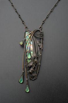 An Art Nouveau silver, mother of pearl & gem-set pendant necklace! Art Nouveau Jewelry, Jewelry Art, Antique Jewelry, Gold Jewelry, Jewellery, Art Nouveau Design, Famous Art, Gems And Minerals, Turquoise Bracelet