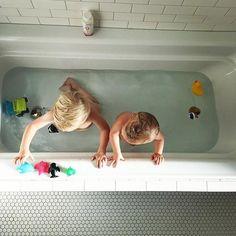 Sibling bath time #tubbytodd