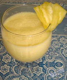 Smoothie de abacaxi e maçã - NacoZinha - Blog de culinária, gastronomia e flores - Gina Light Diet, Oatmeal Smoothies, Health Diet, Healthy Cooking, Food And Drink, Pudding, Desserts, Recipes, Milkshakes