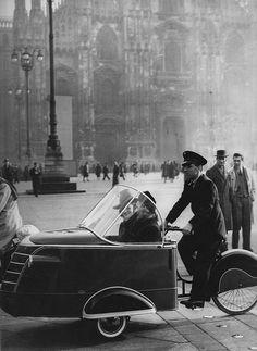 Milano | Risciò in Piazza Duomo | 1930