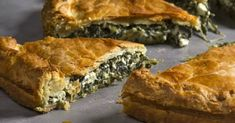 Greek spinach and Herb Kourou Dough Pie - Spanakopita by Greek chef Akis Petretzikis. A great authentic traditional Greek pie recipe with Greek Kourou dough! Greek Recipes, Raw Food Recipes, Cooking Recipes, Vegetarian Recipes, Confectionery Recipe, Spanakopita Recipe, Greek Spinach Pie, Greek Appetizers, 365days
