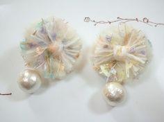 AVRILの糸で作ったデイジーのピアス(イヤリング)ふわふわのお花モチーフに大粒のコットンパールパステルカラーのアクセントでとびきりガーリーデイジーモチーフ ...|ハンドメイド、手作り、手仕事品の通販・販売・購入ならCreema。