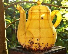 Artist Partners with 60,000 Bees to Form Splendid Teapot Sculpture - My Modern Met
