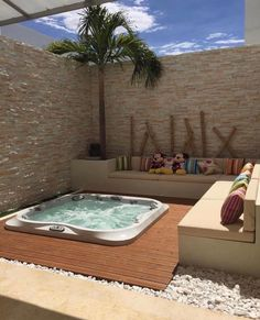 Spa whirlpool: 12 ideas to integrate it into your garden - Buried Jacuzzi - . Inground Hot Tub, Spa Jacuzzi, Jacuzzi Outdoor, Pools Inground, Jacuzzi Room, Hot Tub Backyard, Small Backyard Pools, Small Pools, Backyard Privacy