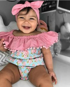 Bom dia pra vocês 💟😍 #sabadou #baby #happy #girl #bomdia #morning #look Twin Baby Girls, Baby Girl Newborn, Baby Boy, Cute Baby Girl Outfits, Cute Baby Clothes, Cute Baby Pictures, Baby Photos, Baby Wise, Baby Couture