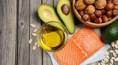 A ketogenic diet is a very low-carb diet with numerous health benefits. Here are 16 healthy and nutritious foods you can eat on this diet. Healthy Oils, Healthy Skin Care, Healthy Food, Detox Kur Plan, Paleo Vs Keto, Runners Food, Hernia, Clean Plates, Ketogenic Diet