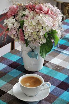 gununkahvesi, coffee of the day from me, Teşvikiye - Home, morning coffee with my birthday flowers