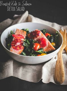 Roasted kale and salmon detox salad. Roasted kale and salmon detox salad so delicious you'll never know it's healthy Healthy Salmon Recipes, Fish Recipes, Seafood Recipes, Salad Recipes, Dinner Recipes, Gf Recipes, Seafood Dishes, Vegetarian Recipes, Roasted Kale Salad
