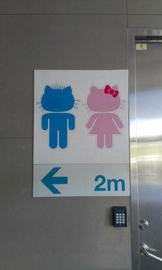 Un cartel de un baño público en una estación del metro en Taipei