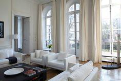Un ameublement chic et classe pour le séjour de cet hôtel particulier parisien
