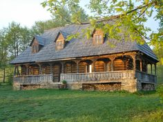 Casa Palaga - Impressive, traditional house in a magnificent landscapeHoliday Rental in Maramures from Old Country Houses, Old Houses, Abandoned Farm Houses, Village House Design, Rustic Home Design, Home Landscaping, Stone Houses, Traditional House, Architecture Details