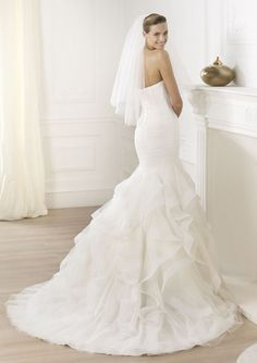 Pronovias Ledurne Bridal Gown