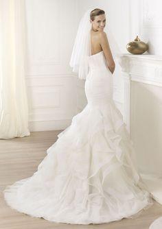 Pronovias Ledurne Bridal Gown