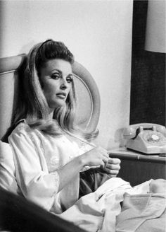 sharontate-polanski: Sharon Tate, photographed during the filming of Valley of The Dolls in 1967 Charles Manson, Roman Polanski, Sharon Tate, Classic Actresses, Actors & Actresses, Classic Movies, Hollywood Actresses, Beautiful Actresses, Last Unicorn