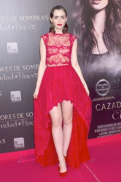 Stunning in red at the Madrid Premier #TMIMovie