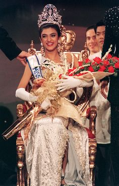 Sushmita Sen winning the Miss Universe crown.#sushmita http://www.manchimovies.com