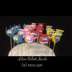 """Cakepops com tema """"Super Wings""""."""