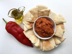 A sült paprikának van ugyan egy keleties… Dips, Cheese, Van, Food, Red Peppers, Vans, Essen, Dip, Yemek