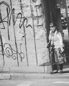Un mito. In fin dei conti... Ha tutto ciò che le serve   #newyork #blackandwhite #photographer #myphoto #unitedstates #streetlife #ny #people #canon #streetlife #cute #streetstyle #travel #travelling#girl #people#smoke #streetphotography #capture #streetlife #newyorkcity #unitedstates  #photography #photo #photography#america#blackandwhitephotography