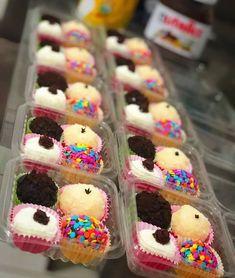 Dessert Boxes, Dessert Decoration, Graham Balls, Single Serve Desserts, Food Packaging Design, Food Goals, Cafe Food, Donut Recipes, Diy Food