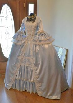Rococo Dress, 1920s Dress, Mode Rococo, Pretty Dresses, Beautiful Dresses, Marie Antoinette Costume, 18th Century Dress, Royal Dresses, Renaissance Dresses