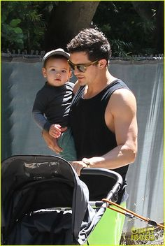 ORLANDO BLOOM - After celebrating Father's Day, the charming English actor and his fun-loving Mini Me, Flynn, enjoy a sunny afternoon in Hollywood on June People magazine's hottest family guys Cute Celebrities, Celebs, Orlando Bloom Legolas, Hot Dads, Celebrity Babies, British Actors, Miranda Kerr, Actors & Actresses, Sons