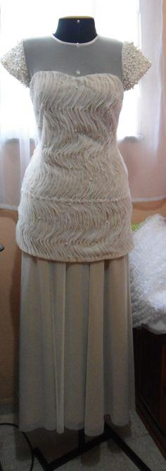 Vestido dois em um (saia longa removível) de  tule e crepe de seda bordado  com pérolas
