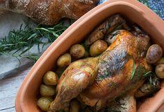 Skøn opskrift på en rigtig lækker kylling i Rømertopf - hvor kyllingen rigtig har fået lov at simre med estragon og blive mør og god