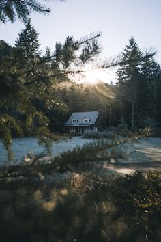Adventure Photography, Nature Photography, Storm King, Cabins And Cottages, Log Cabins, Forest House, Cabins In The Woods, Beautiful Landscapes, The Great Outdoors