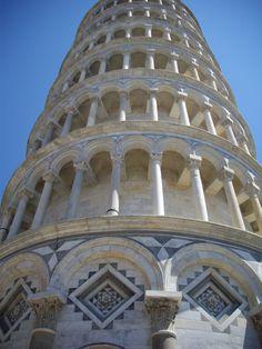 Pisa. Torre Pendente, particolare. Estate 2011.