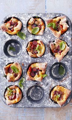Pizzamuffinit | Maku Pepperoni, Vegetable Pizza, Food Inspiration, Sushi, Delish, Food And Drink, Vegetables, Ethnic Recipes, Red Peppers