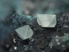 Sénarmontite. Grube Wildermann, Müsen, Siegerland, Nordrhein-Westfalen, Deutschland FOV=4 mm Photo Stephan Wolfsried
