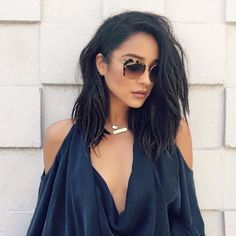 To chop or not to chop? Shay Mitchell, gives the long bob a try with the help of a wig and some hair wizardry from stylist Chris Appleton Medium Hair Styles, Long Hair Styles, Short Hair Styles Black, Lob Hairstyle, Brunette Hairstyles, Celebrity Hairstyles, Hair Looks, Hair Lengths, My Hair