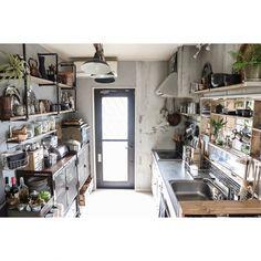 yupinokoさんの、Kitchen,DIY,古材,インダストリアル,見せる収納,足場板,輸入壁紙,男前,セルフリノベーション,Rustic,アイアンキャビネット,アメブロやってます♡,ガス管ウォールラック,リメイクシンク,インスタやってます♡,カウンターシェルフDIYについての部屋写真