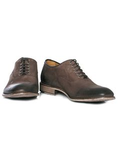 Bespoken lace up derby.