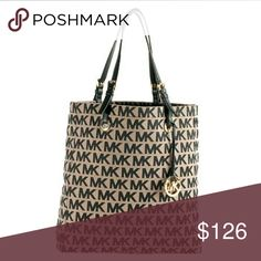 """NEW Michael Kors Signature print Tote Handbag Large, New with tag Made of Signature Fabric. - Approx. 13 1/2"""" x 14 1/2"""" x 3 1/2"""". Approx. 9"""" strap drop. - Magnetic closure. - Interior zip, cell, and multifunction pockets. - Fabric Lining. Gold tone hardware. Michael Kors Bags Totes"""